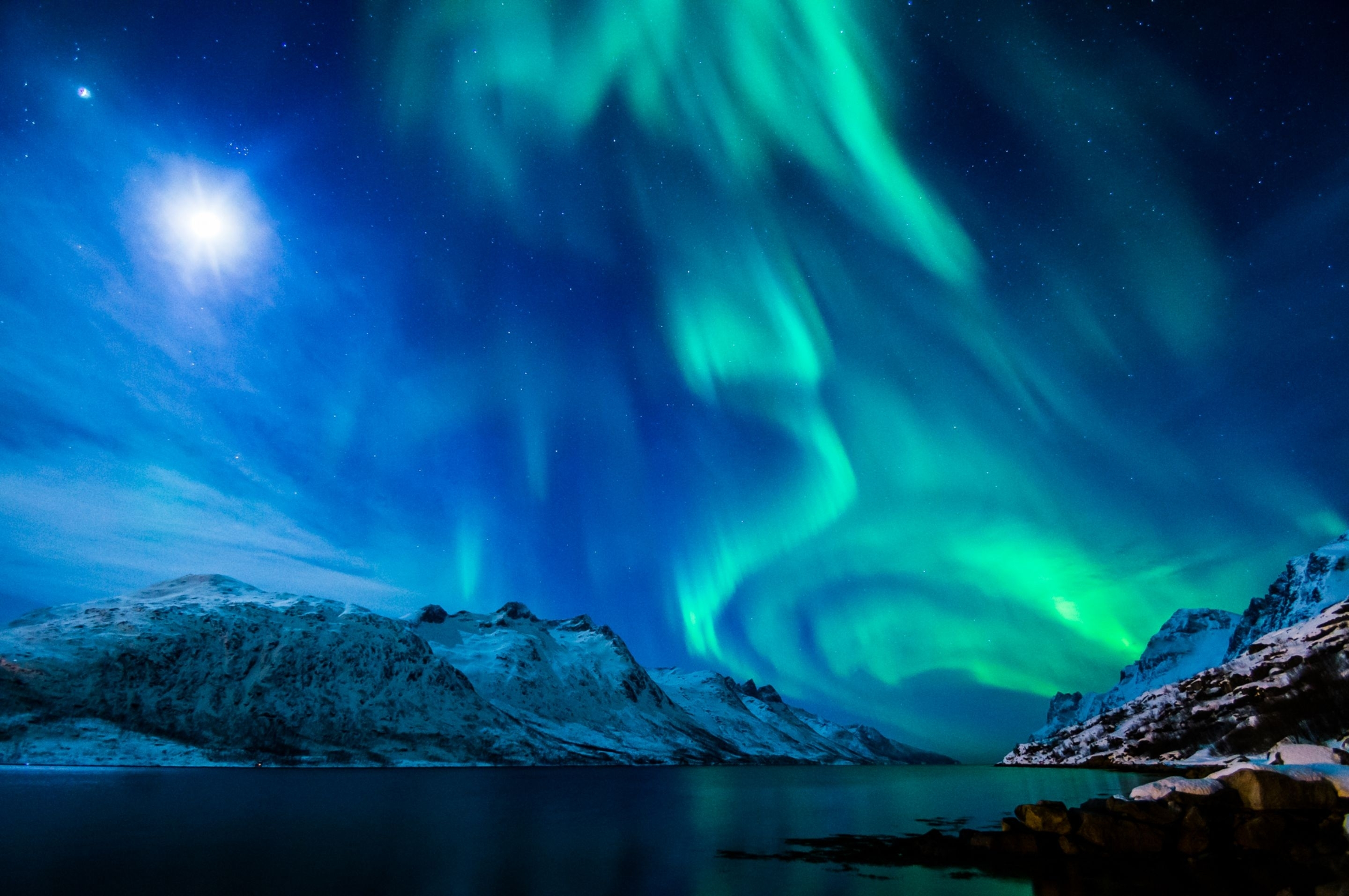 aurora borealis over winter mountains full hd fond d'écran and