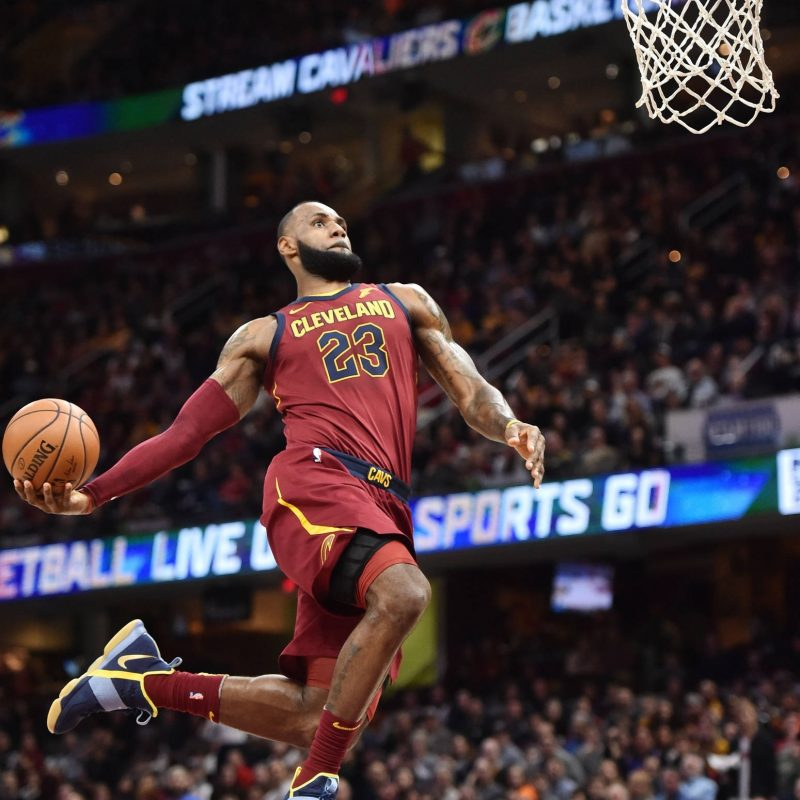10 Most Popular Lebron James Dunking Pictures FULL HD 1920×1080 For PC Desktop 2021 free download watch lebron james misses wide open windmill dunk yardbarker 1 800x800